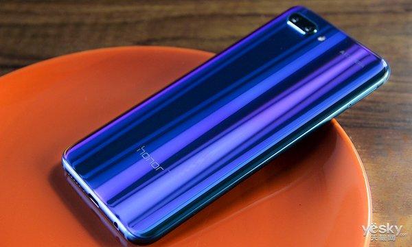 每个角度都是独一无二的色彩 荣耀10手机多图赏析