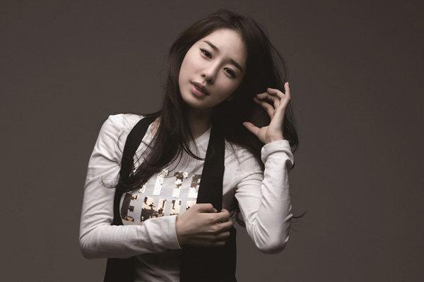 刘仁娜最新写真 气质果然不一般 彰显女神范!