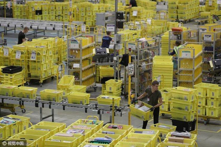 英国圣诞季来临 亚马逊仓库物流运输忙
