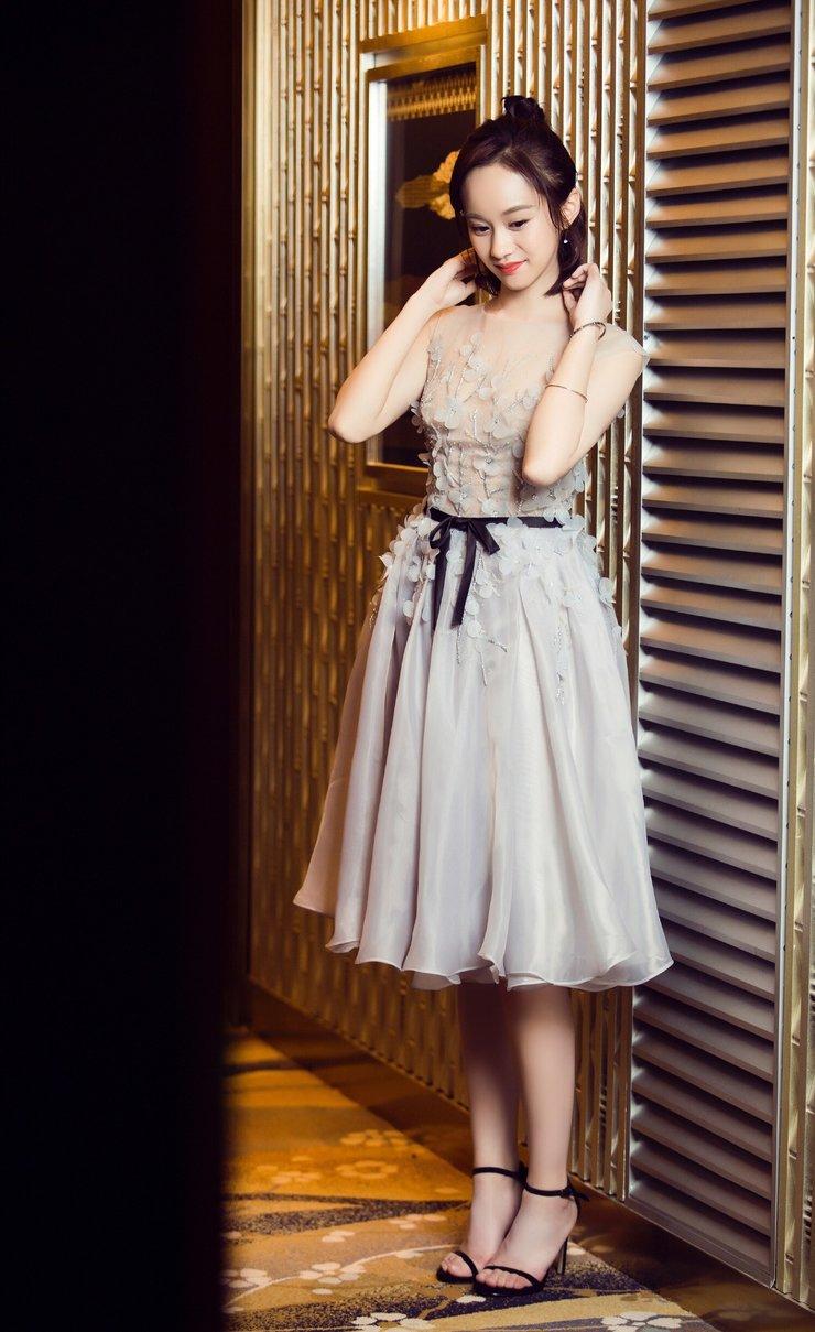 陆妍淇现身时尚盛典