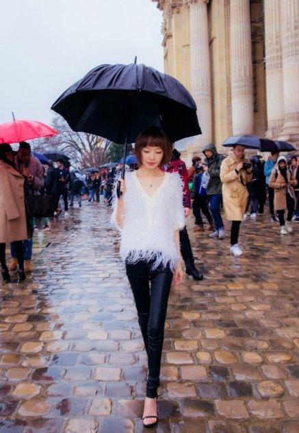 鲁豫赴巴黎看秀 逆天长腿格外抢镜