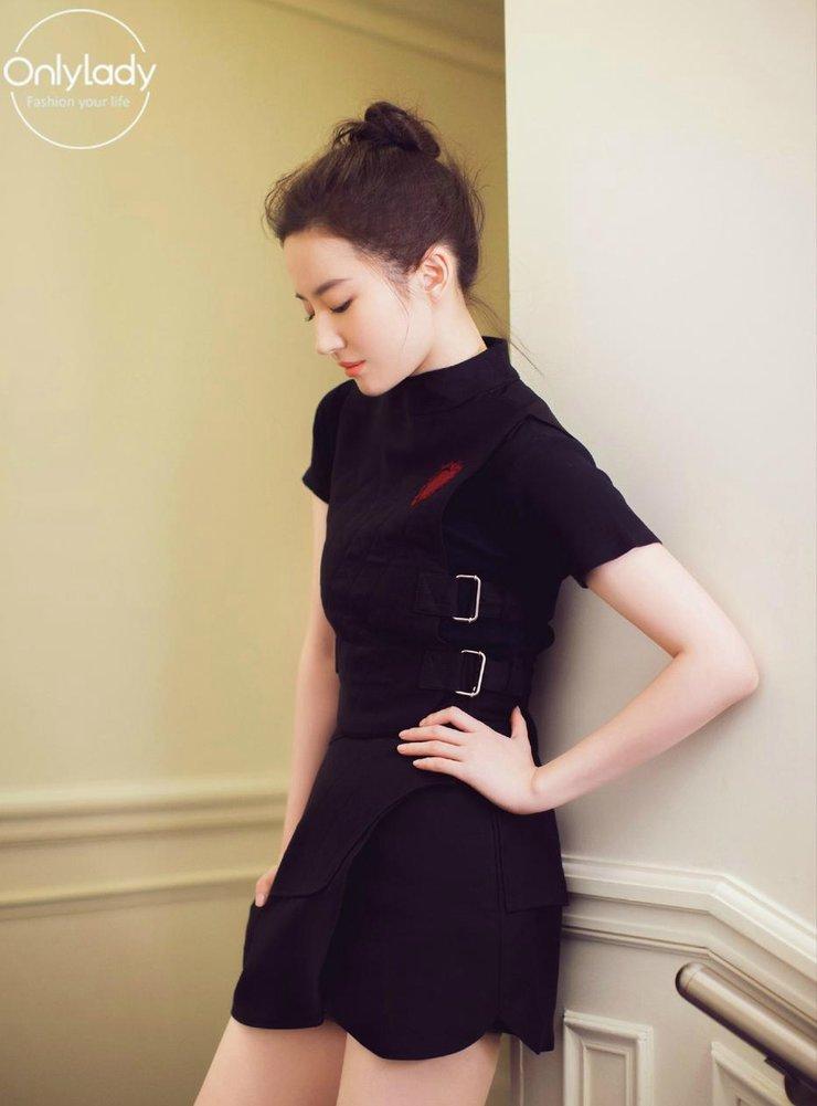 仙气十足!刘亦菲穿白色透视短裙秀曲线