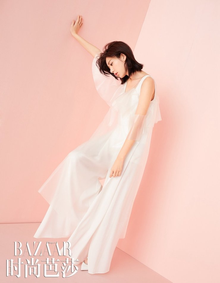 郭雪芙时尚大片曝光 白色蕾丝很性感