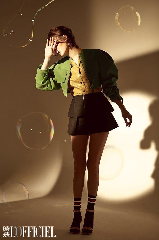 宋佳再登杂志封面 蕾丝睡衣诠释别样慵懒风