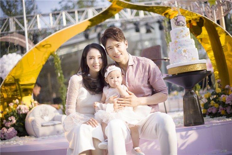 高云翔董璇为女儿庆1岁生日 众明星夫妇到场