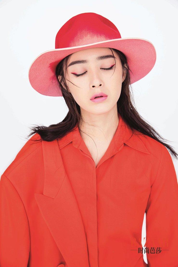 蒋欣百变妆容拍摄时尚大片 完美演绎魅惑优雅与时尚