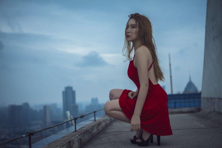 张淳媛穿露背装上阵性感范儿十足 歌甜人也美