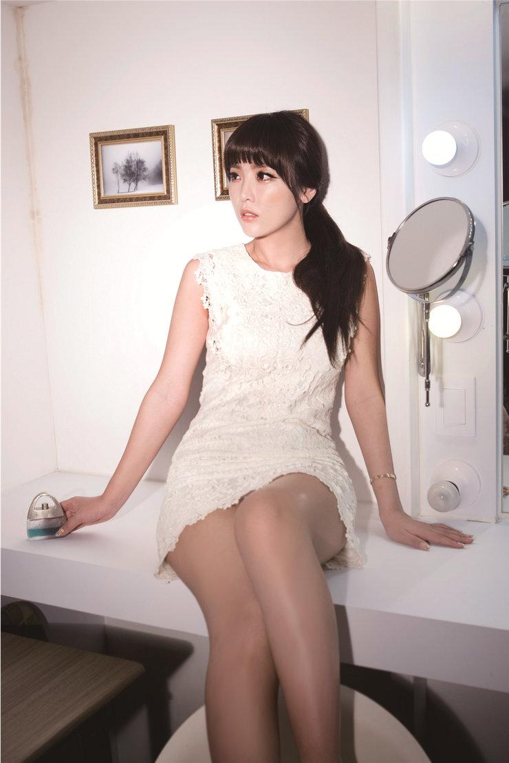 韩国性感女艺人洪真英时尚写真 妩媚动人