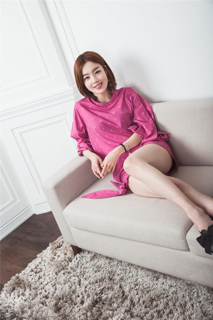 韩国摄影明星气质写真秀美腿
