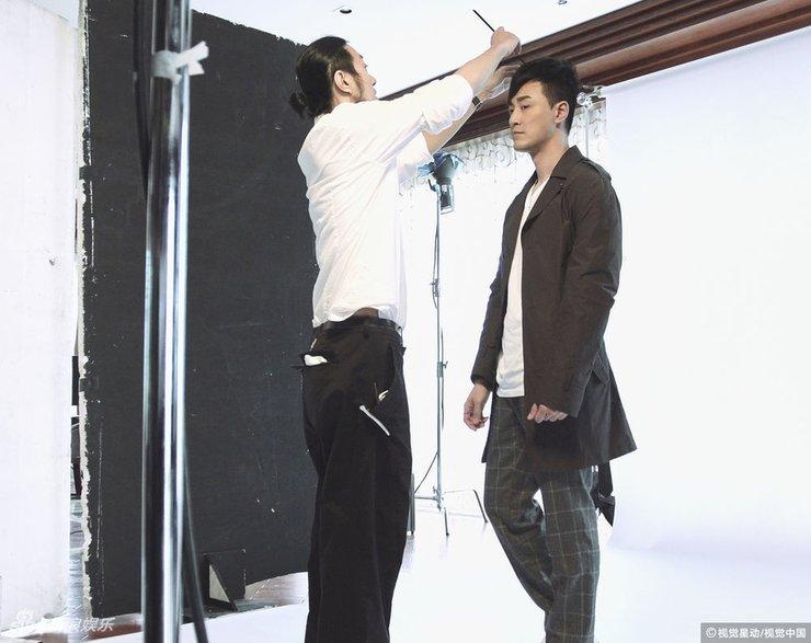 林峰受邀担任某珠宝品牌代言人 拍摄广告大片儒雅有型