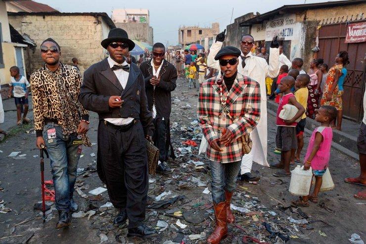 在人均年收入100美元的刚果,这群人宁愿饿死也要穿得帅