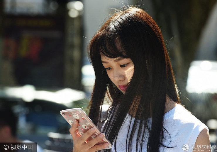 上海戏剧学院2017级新生报到 少女们青春洋溢