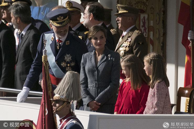 西班牙王后知性优雅气质非凡 两女儿高颜值萌态十足