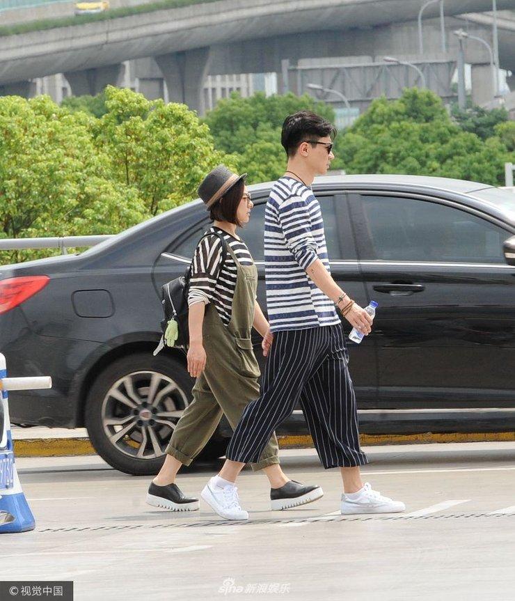 刘璇与老公穿情侣衫现身秀恩爱 交流甚少十分低调