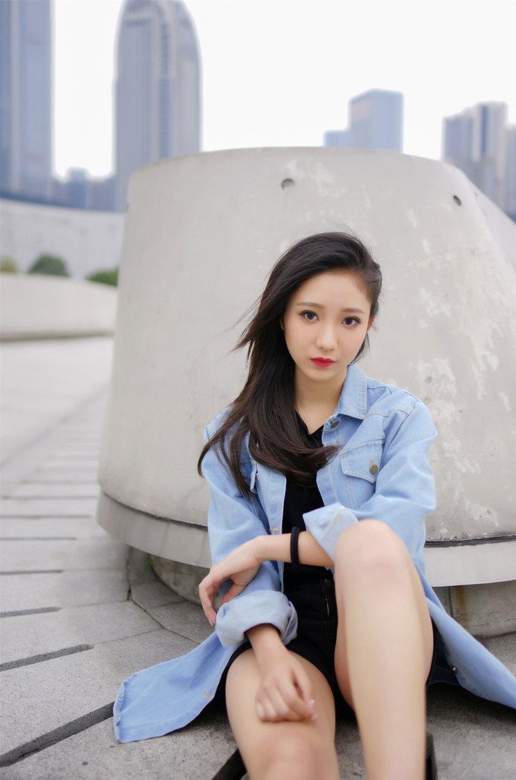 漂亮姑娘户外写真摄影 面容清秀眼神