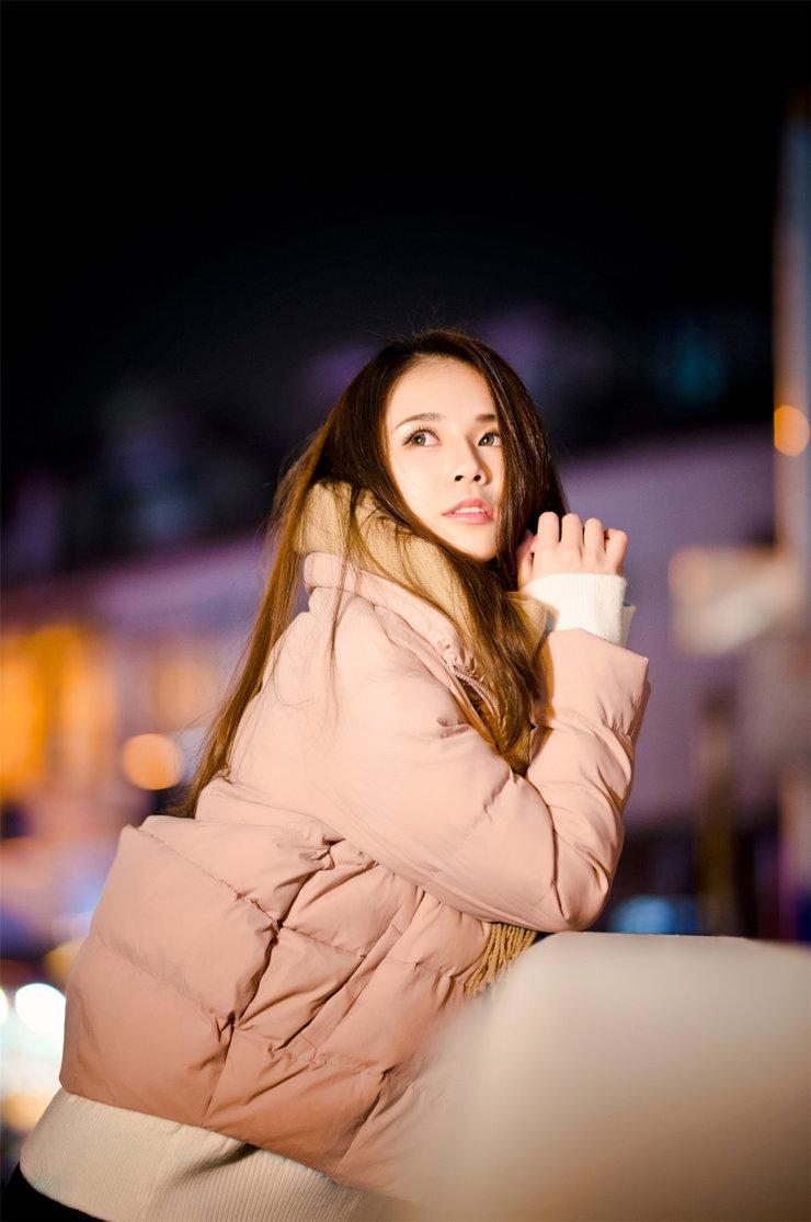漂亮姑娘夜景写真 让你知道什么叫养眼