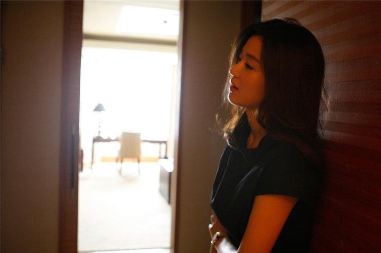 全智贤最新时尚写真 穿搭尽显知性气质