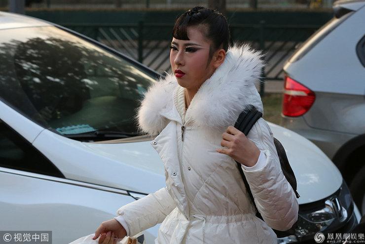 北京舞蹈学院艺考进行时 考生带舞台妆上阵十分靓丽