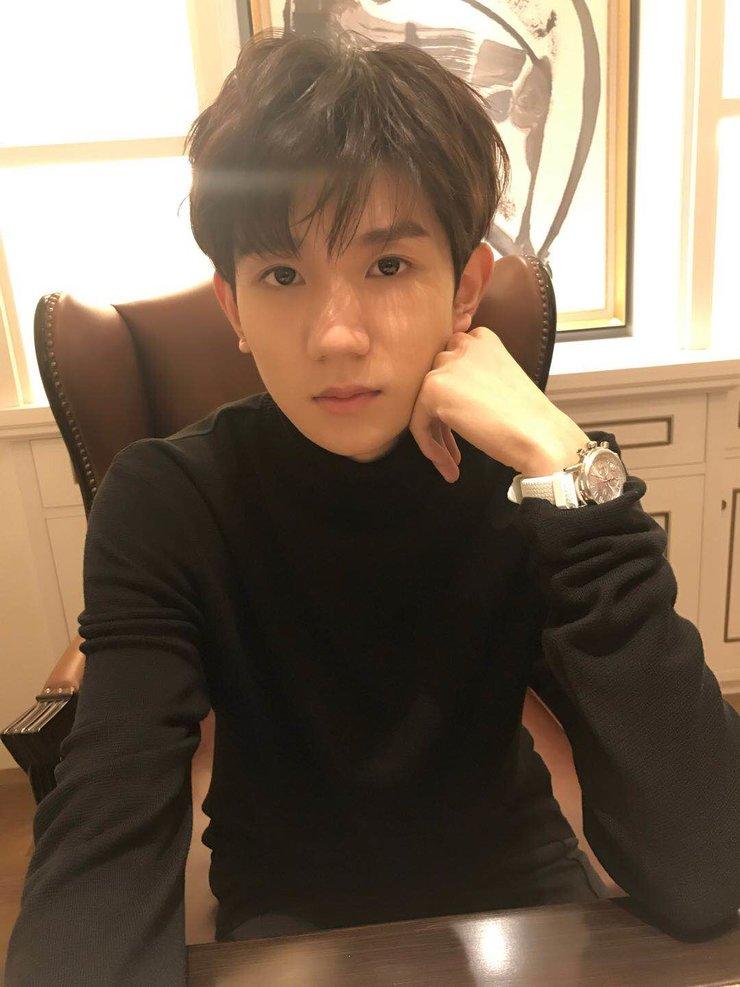 王源启程巴塞尔 受邀出席国际钟表珠宝展