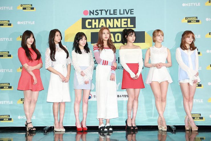 AOA出席某品牌发布会 一身白裙变身清纯小公主