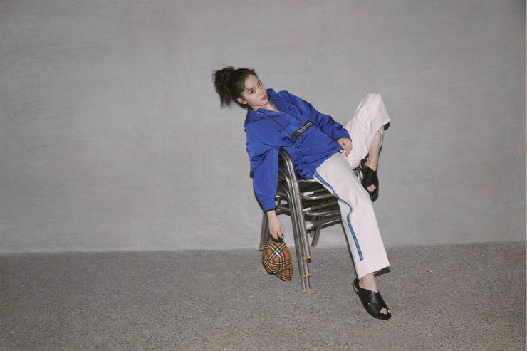 欧阳娜娜最新杂志大片曝光 风格造型演绎出不一样的自己