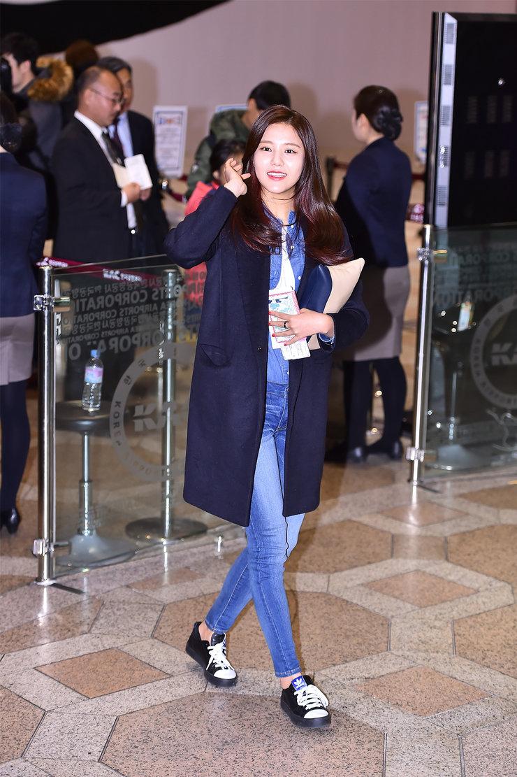 女团AOA高清机场秀照片 美丽惊艳
