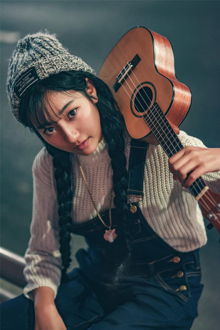 摄影大学生想当流浪歌手 希望邂逅美丽爱情