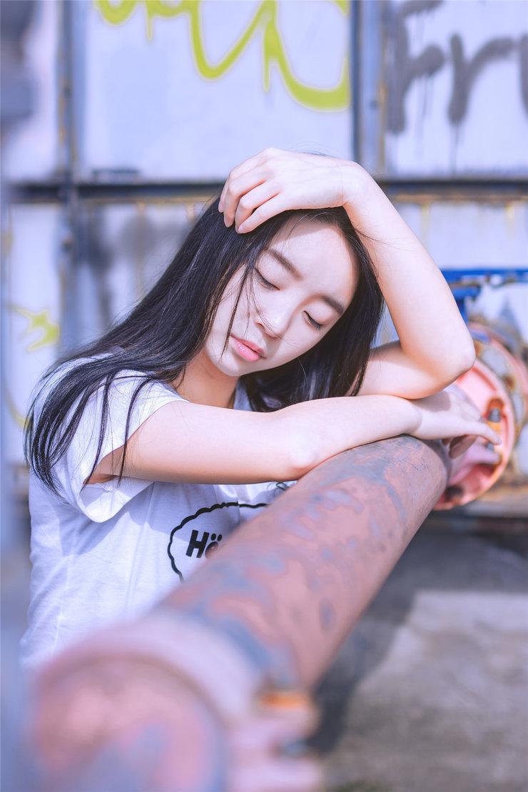 天台偶遇清纯学妹 柔情似水的眼睛好迷人!