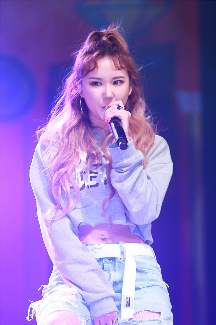 女团EXID登台献唱 引大批粉丝围观