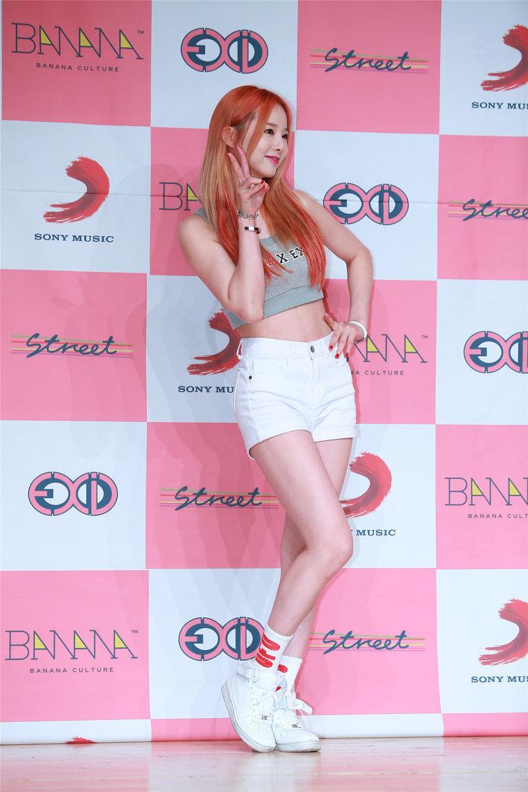 人气偶像EXID出席活动 美腿吸睛少女感爆棚