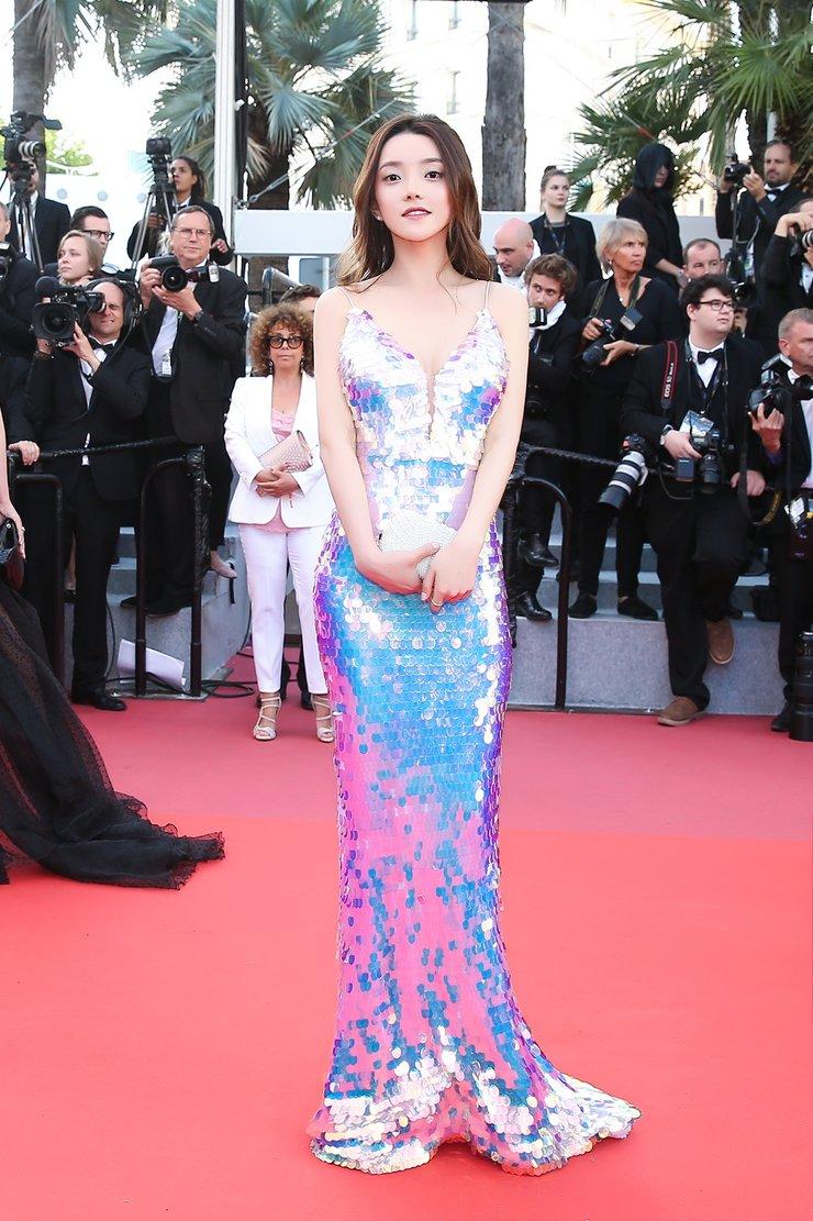 """崔阿扎人鱼裙亮相身材曼妙 成为了戛纳红毯上的""""美人鱼"""""""