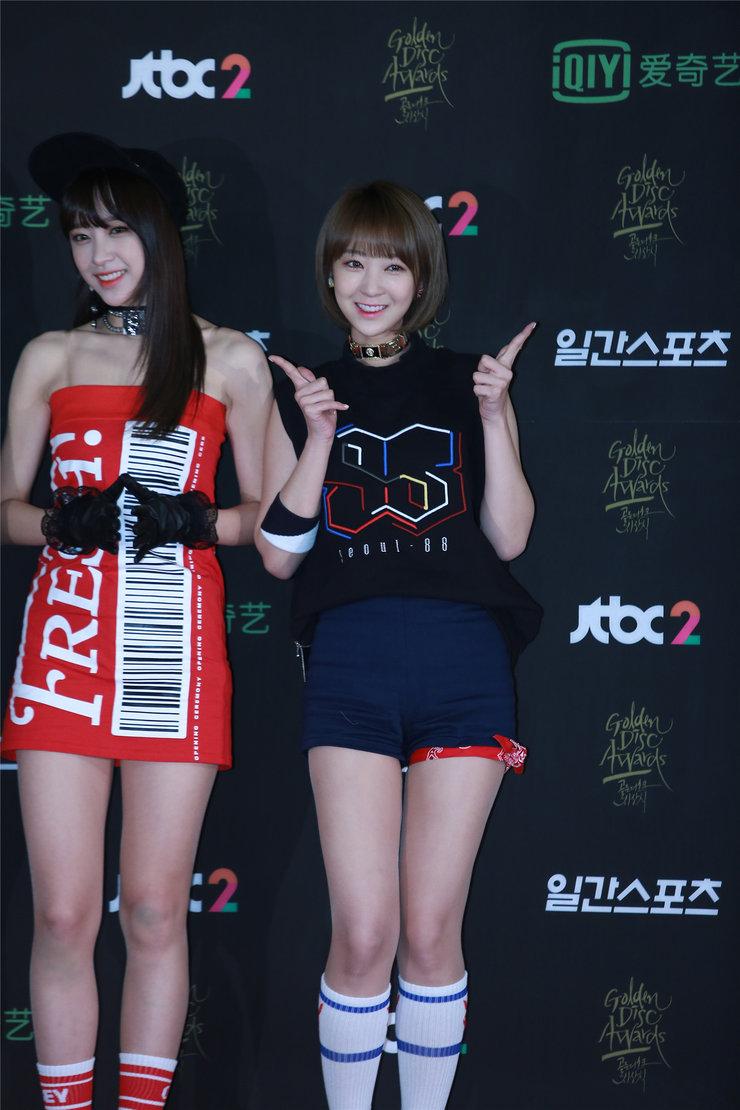 韩国女团EXID出席活动 短裙美腿迷倒众网友