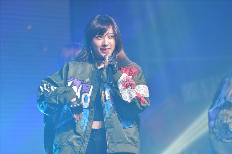 EXID演唱会高清美照 曲风带感舞蹈动人