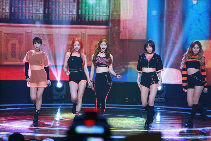 大势女团EXID演唱会美照 性感超吸睛