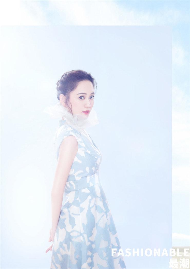 陈乔恩最新写真曝光 穿不同款式的浅色系套装