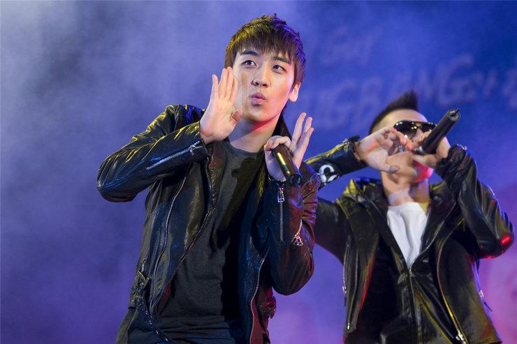 BIGBANG演唱会高清大图来袭 与粉丝互动高甜