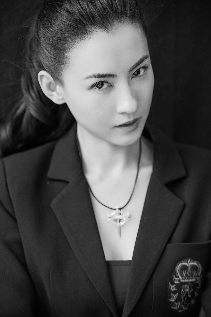 张柏芝黑白肖像大片来袭 淡妆出镜纯粹自然