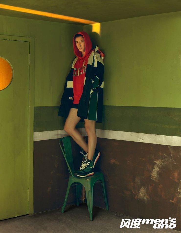 韩庚杂志封面大片 帅气形象演绎时光的穿行者
