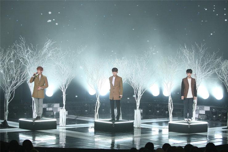 EXO演唱会高清大图 满屏帅气大长腿
