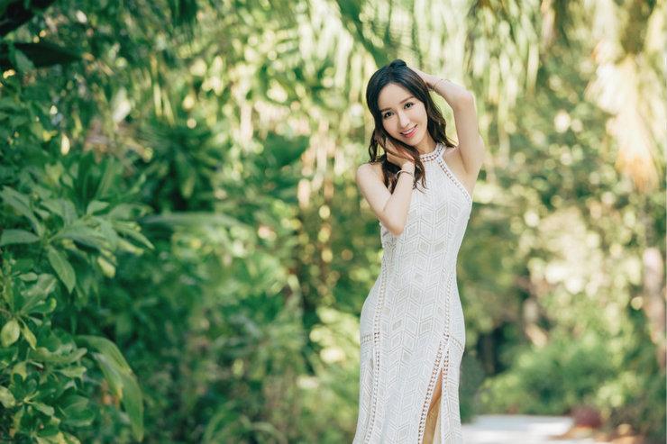 娄艺潇夏日写真曝光 一袭白裙仙气飘飘