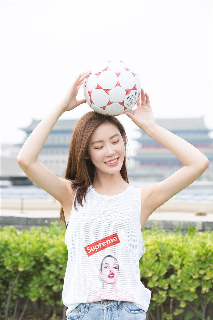 """李珂""""世界杯""""运动写真 翩跹优雅尽显少女气息"""