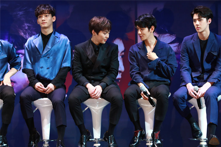 EXO接受专访 和粉丝互动超暖心