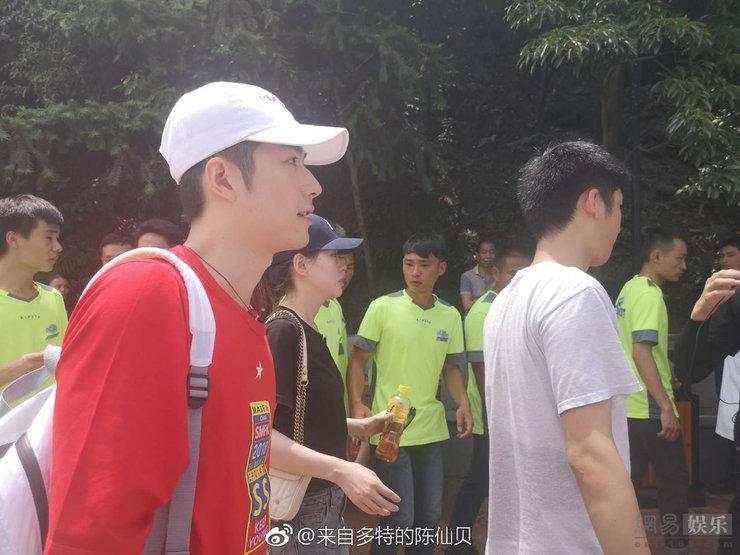陈学冬简单清新学生气十足 挑战极限运动