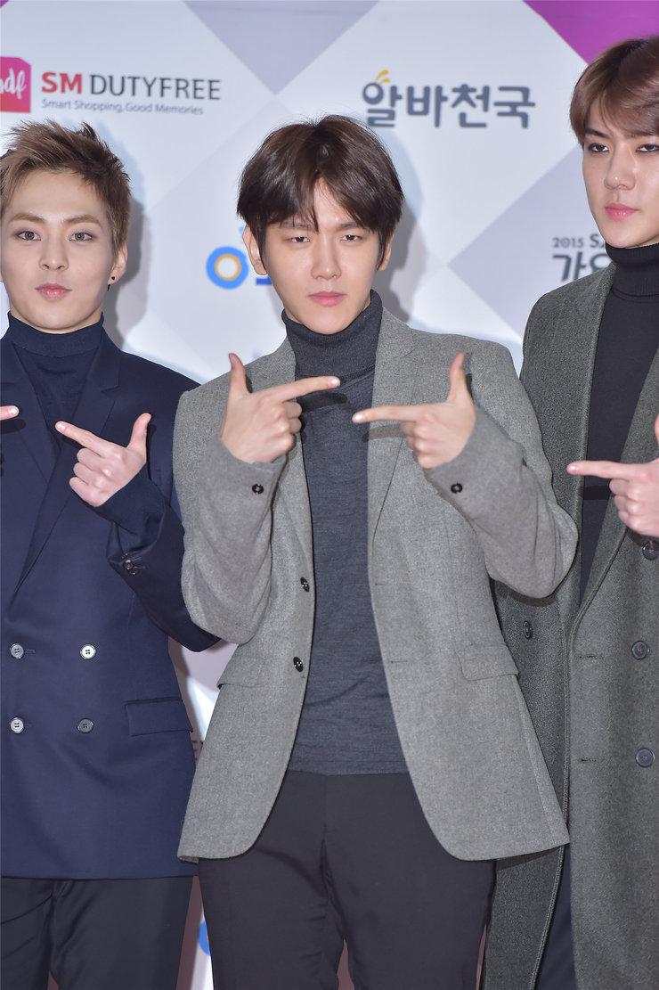EXO现身品牌发布会 现场女粉丝尖叫不停