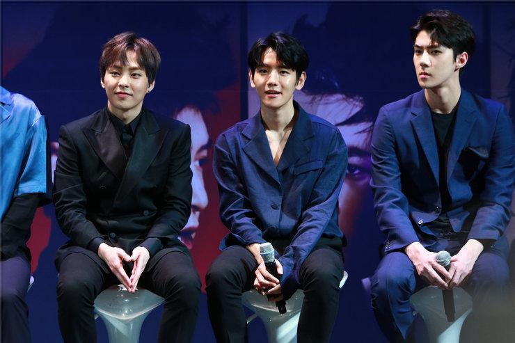 EXO亮相见面会 粉丝热情高涨给力应援