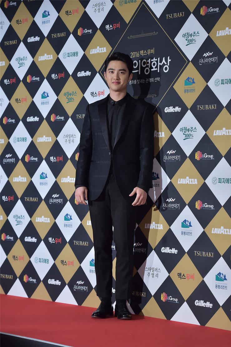 EXO首尔走秀 帅气十足风光无限