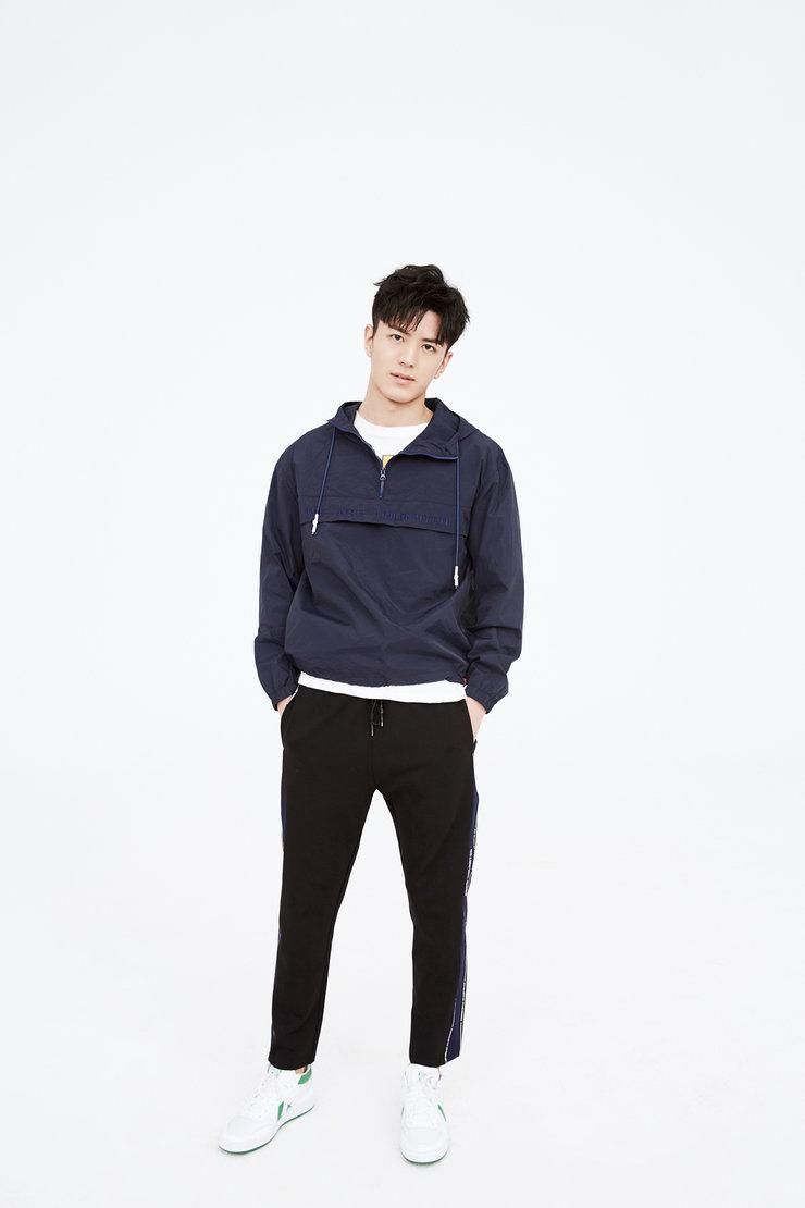 李九霖最新时尚大片 整体造型率性洒脱阳光帅气