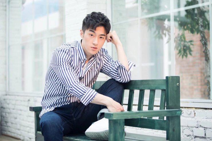 袁福福夏日写真 穿条纹衬衫清爽简约