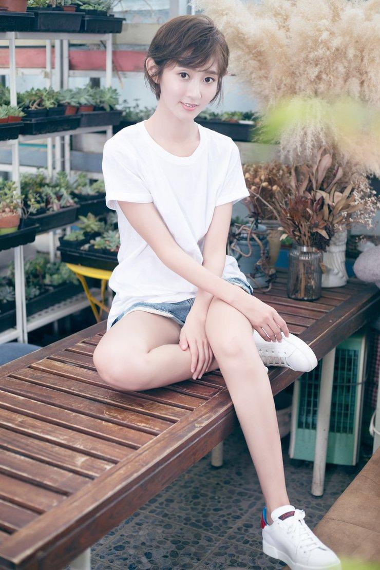 氧气少女魏小也文艺范写真 完美驾驭小清新风格